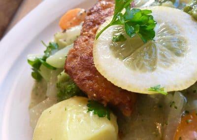 Gartengemüse, Kartoffeln und Hühnchenschnitzel