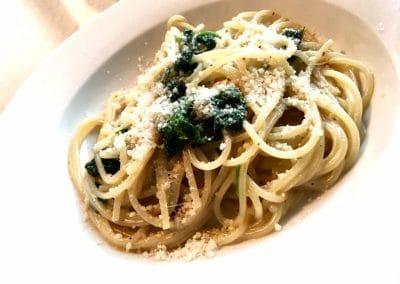 Spaghetti mit frischem Spinat und Parmesan